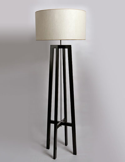 Lámpara atril 4 patas madera