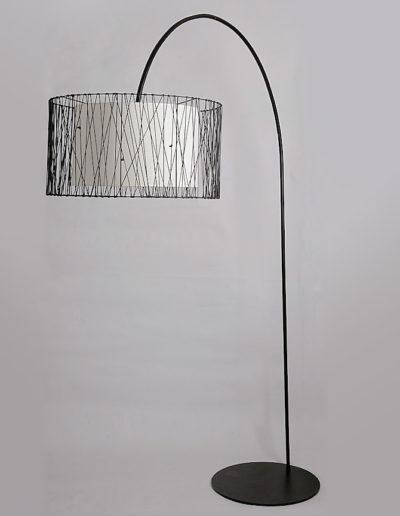 Lámpara Cale 2mt negra pantalla cuerito