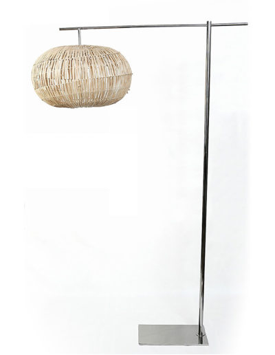 Lámpara Kika recta con colita cromada pantalla raffia