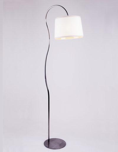 Lámpara Kika curva pulida