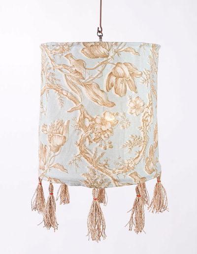Lámpara tela con pompones