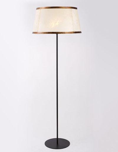 Lámpara Merlín negra pantalla pergamino